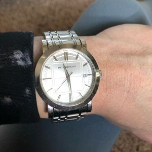 Burberry Accessories - BURBERRY Classic large watch
